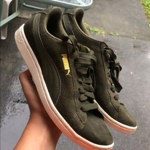 Puma vikky All-over suede women's size 6.5
